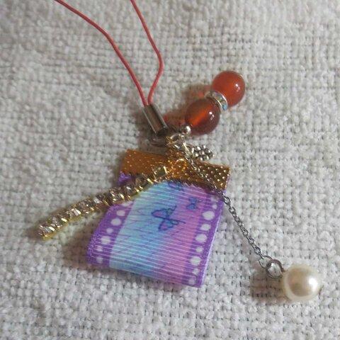 ハンドメイド天然石カーネリアン8㎜、ラインストーン、リボン、F真珠ぶどうチャーム1