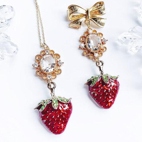 strawberry キラキラ揺れる苺のネックレス