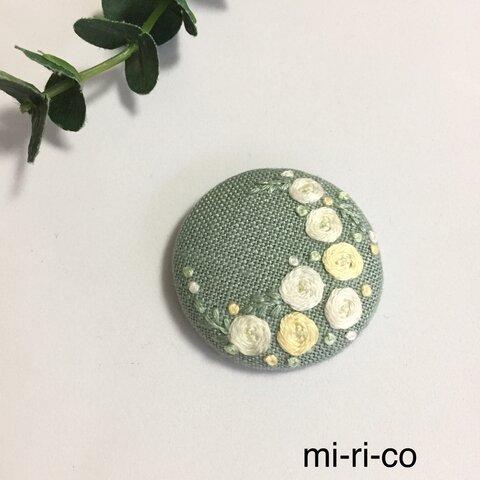 白と黄色の薔薇の花刺繍 ブローチ/ヘアゴム