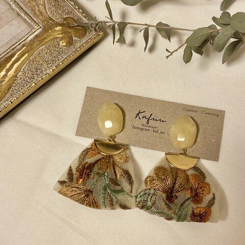 くすみベージュ秋色インド刺繍リボンピアス