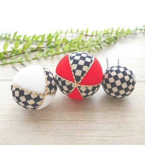 木目込み球と ちりめんの玉飾りUピン *市松模様紅白 3本セット ちょい挿しや花髪飾りのボリュームアップに