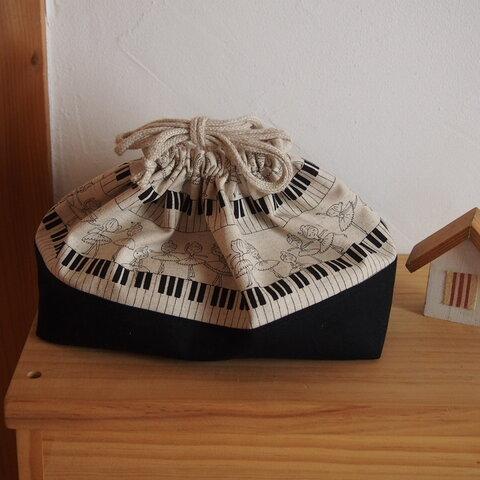 入園入学に♪鍵盤の上で踊るバレリーナ柄♪ お弁当袋 モノトーン