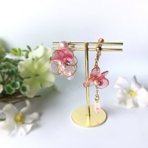 透明感溢れるレジンフラワー桜のイヤリング(イヤーカフ)