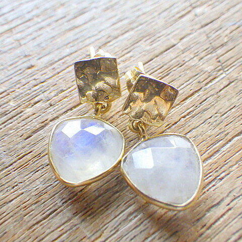 Triangle Moonstone & Hammered Gold *vermail*