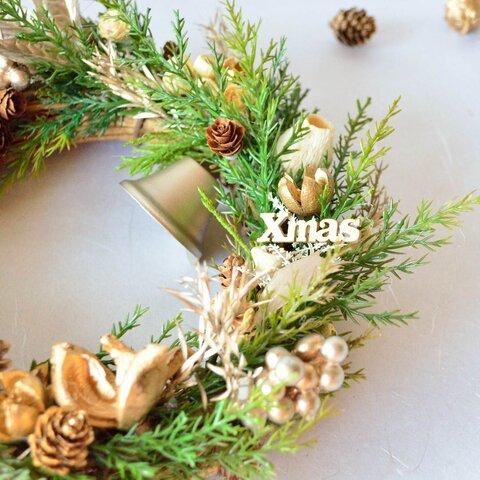 大人のクリスマスリース (アーティフィシャルフラワーと自然の木の実)