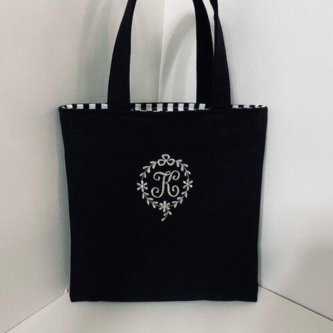 選べるイニシャル刺繍の帆布のミニトートバッグ黒色  紺色