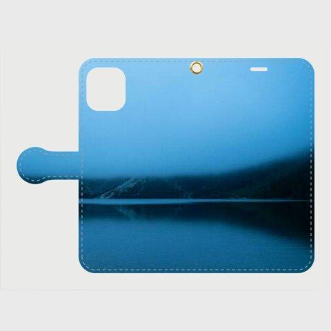 幻想的な湖の風景デザインスマホケース 手帳型