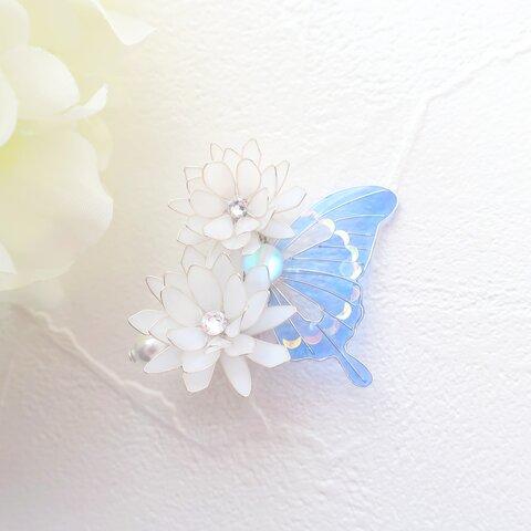 月下美人と青紫蝶のイヤーカフ