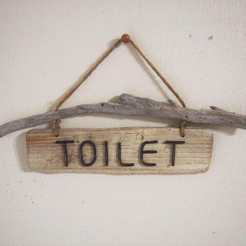 【流木】流木板と錆番線文字のトイレ(TOILET)サインプレートc
