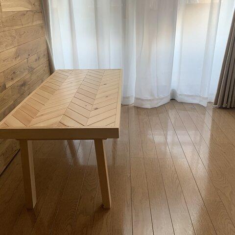 ヘリンボーン調 ナチュラルウッドのリビングテーブル