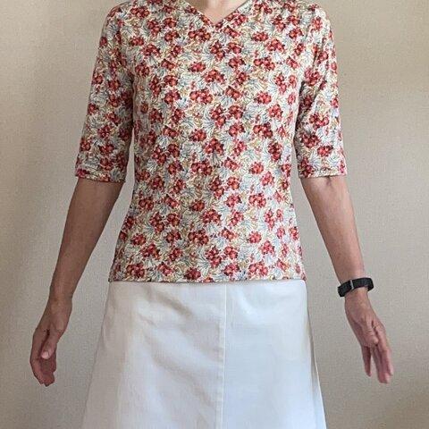 【送料無料】リバティ花柄ニット VネックTシャツ