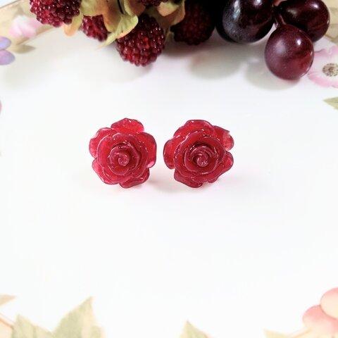 真紅のバラの樹脂製ピアス