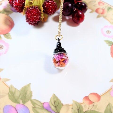 ハロウィンのガラスドームネックレス