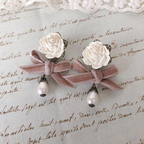 白薔薇とベルベットリボンのイヤリング