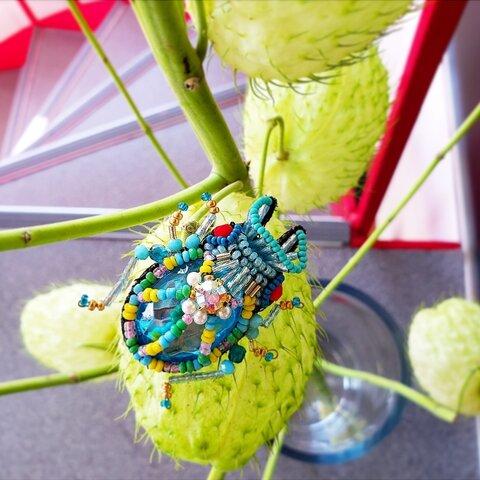 クワガタのビーズ刺繍のブローチ