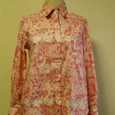 【送料無料】リバティタナローン生地 Yoshie(ヨシエ)台衿付き長袖ブラウス M~Lサイズ ピンク色