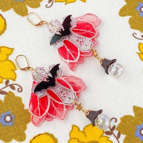 赤いお花のマントと蝙蝠のゆらゆらピアス