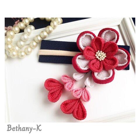 受注≪6.5cmキュートな重ね梅(下がり付き)≫梅×白×赤珊瑚+下がりにローズピンク色のママでも簡単につけられるつまみ細工✴︎BETHANY- K ✴︎