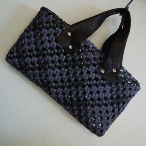 斜め石畳編みの横長バッグ