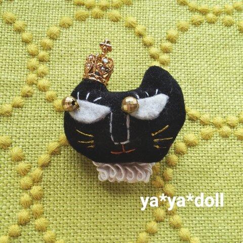黒猫 ブローチ 🅰  王冠 ya*ya*doll アクセサリー 猫雑貨