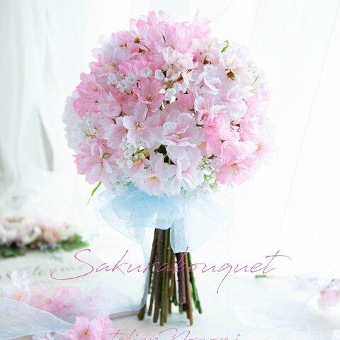桜とカスミ草のクラッチブーケ、ヘッドパーツ付き