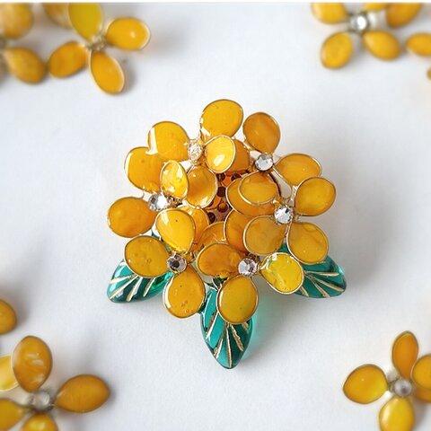 小さな 金木犀のブローチ  秋 10月 誕生日花