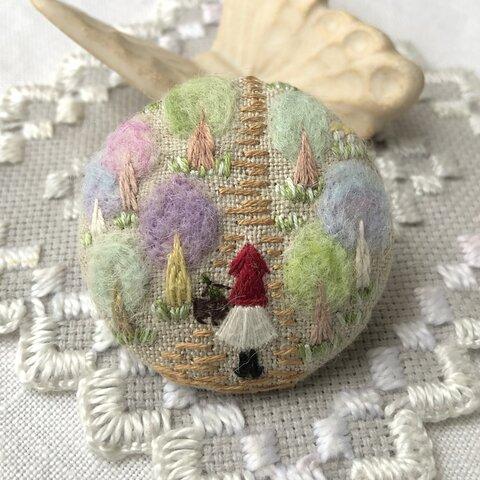 「おとぎの森の赤ずきんちゃん」刺繍ブローチ 羊毛フェルト 羊毛フェルト刺繍 ☆受注の場合あります