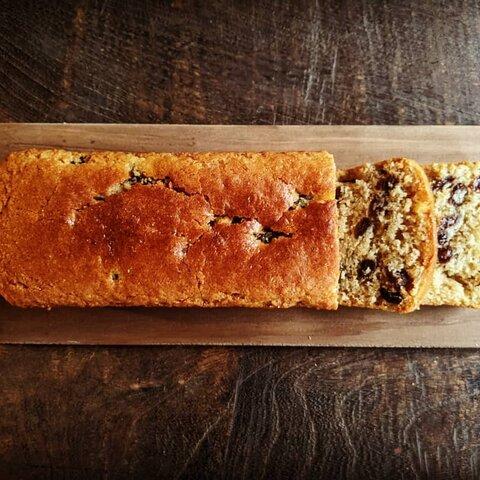 自家製ラムレーズンと全粒粉のケーキ