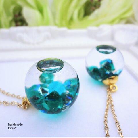 EMERALD(エメラルド)5月の誕生石*スワロフスキーの液体ガラスドームネックレス