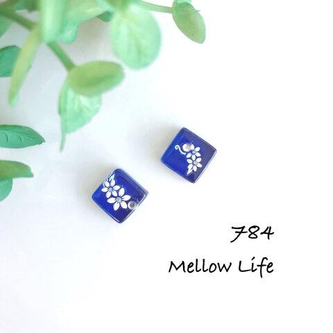 784 フラワーブルー小ぶりカボション ピアス ノンホールピアス