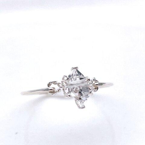 Sweet antique - ハーキマーダイヤモンドの立て爪ふうワイヤーリング 天然石