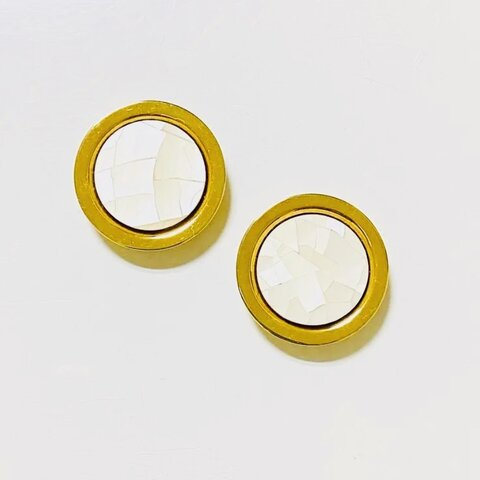 ゴールドメタルシェルホワイトボタン