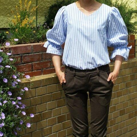 リボン付きバルーン袖 白×水色ストライプブラウス プルオーバー