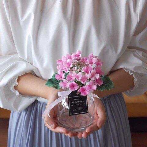 ガクアジサイをシンプルガラスボトルに飾って・・・ピンク 高さ約19センチ A530