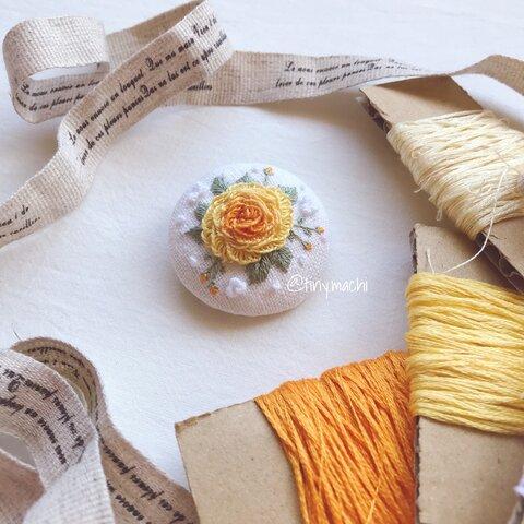 ハンドメイドの刺繍ブローチ 薔薇 バラ リネン100%