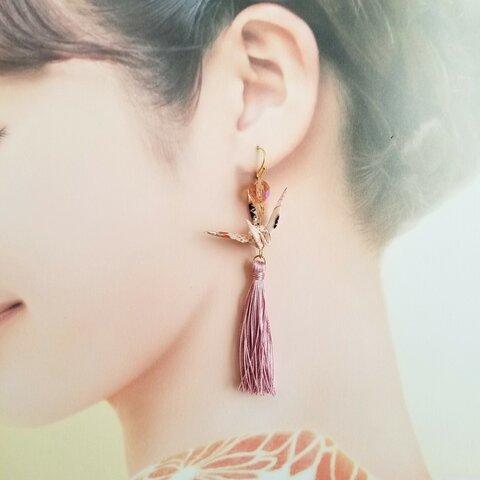 折り鶴とピンクタッセルのピアス/イヤリング