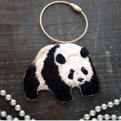 手刺繍 パンダさんのおさんぽキーリング