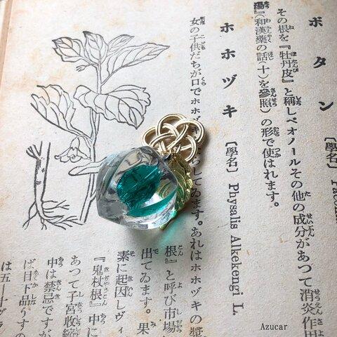 宝石の国の鬼灯 エメラルドカラー レジン鬼灯 水引ネックレス