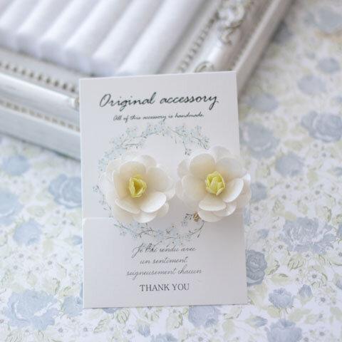和装も洋装もOK☆白椿のお花イヤリング