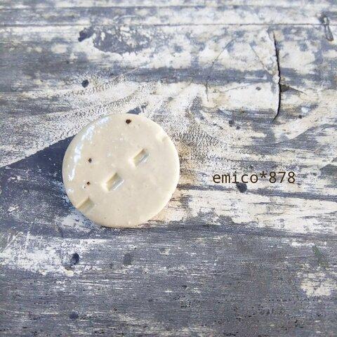 陶器ブローチ177
