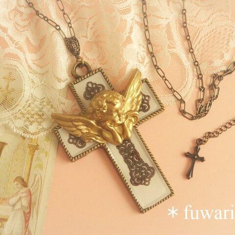 十字架天使のネックレス