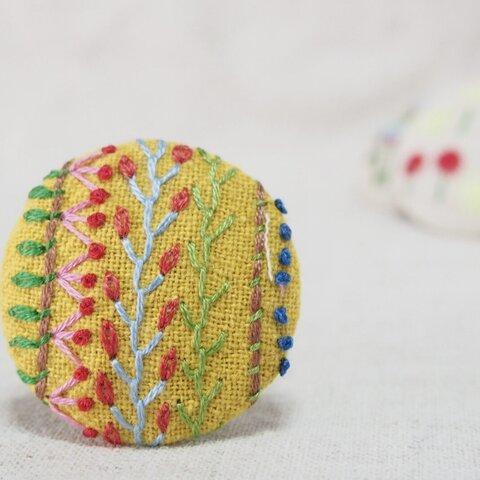 刺繍ブローチ☆ サンプラー くるみボタンブローチ ヘアゴム  に変更可