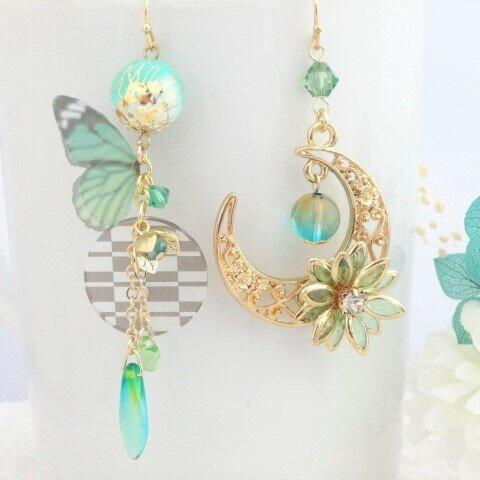 緑色の蝶と蓮の花と三日月の和風ピアス