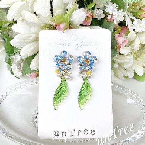 青い紫陽花のお花とチェコガラスパールのレジンイヤリング