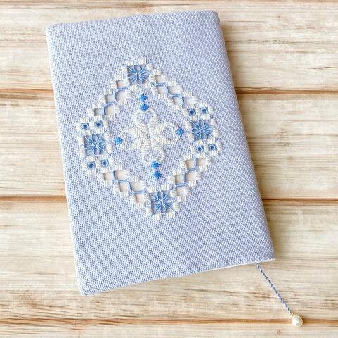 ハーダンガー刺繍のブックカバー(オーバル)