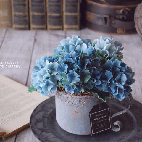 ◆粘土のお花◆ 秋色アジサイをアンテーィクブリキポットに飾って・・・ブルーグリーン 高さ約18センチ A560