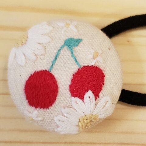 真っ赤なさくらんぼの刺繍ヘアゴム  ブローチ