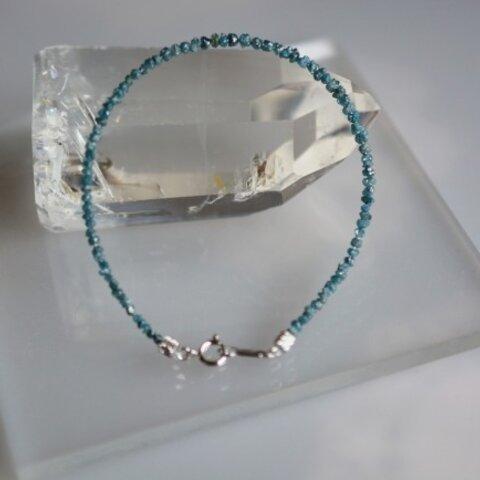 フルーダイヤモンドのワイヤーブレスレット