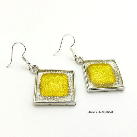 square pierced earrings イエロー スクエア 四角 ひし形 透明感 揺れる ラメ 黄色 大きめ 大ぶり