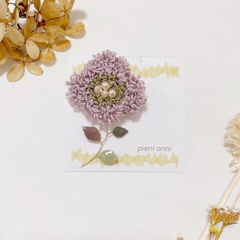 ペールパープルのお花のもこもこ刺繍ブローチ